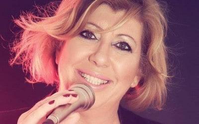 חגית קליש – זמרת – ראיון עם נחמה שור לתוכנית הפודקאסט בדרך לבמה
