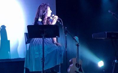 בדרך לבמה עם הזמרת ציפי קולטניוק – איך להביא יצירה חדשה לקהל שלא רגיל אליה