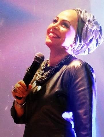 ענבר טביב - זמרת יוצרת לנשים