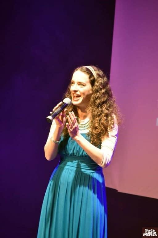 בדרך לבמה עם הזמרת אביטל מקלס – איך לכתוב לעצמך תפקיד ראשי במחזמר