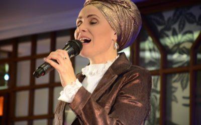 בדרך לבמה עם הזמרת ליאת פסח – איך להיות זמרת יזמית