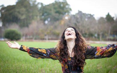 בדרך לבמה עם הזמרת אבישג זיו – שיווק חברתי