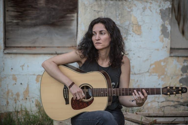 בדרך לבמה עם הזמרת שרית קליינמן – איך לשחרר את המוסיקה