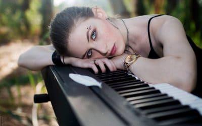 """בדרך לבמה עם קייט """"קאלה"""" אורן – מוסיקת אינדי (individual)"""