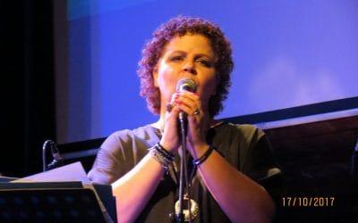 בדרך לבמה עם הזמרת גילה אוזרוסו חגג – להפסיק להתנצל