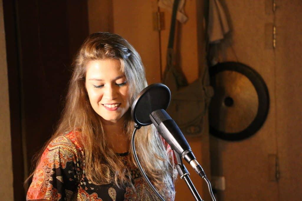 איילת קולט - זמרת ומטפלת במוסיקה