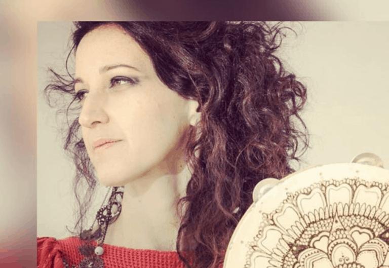 בדרך לבמה עם הזמרת נופר ציפרוני יגל – איך לבחור את הסגנון האישי במוסיקה